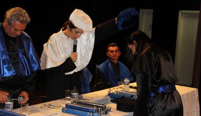 A pró-reitora de Ensino representou o reitor na solenidade de colação de grau realizada no Teatro Viriato Correia.